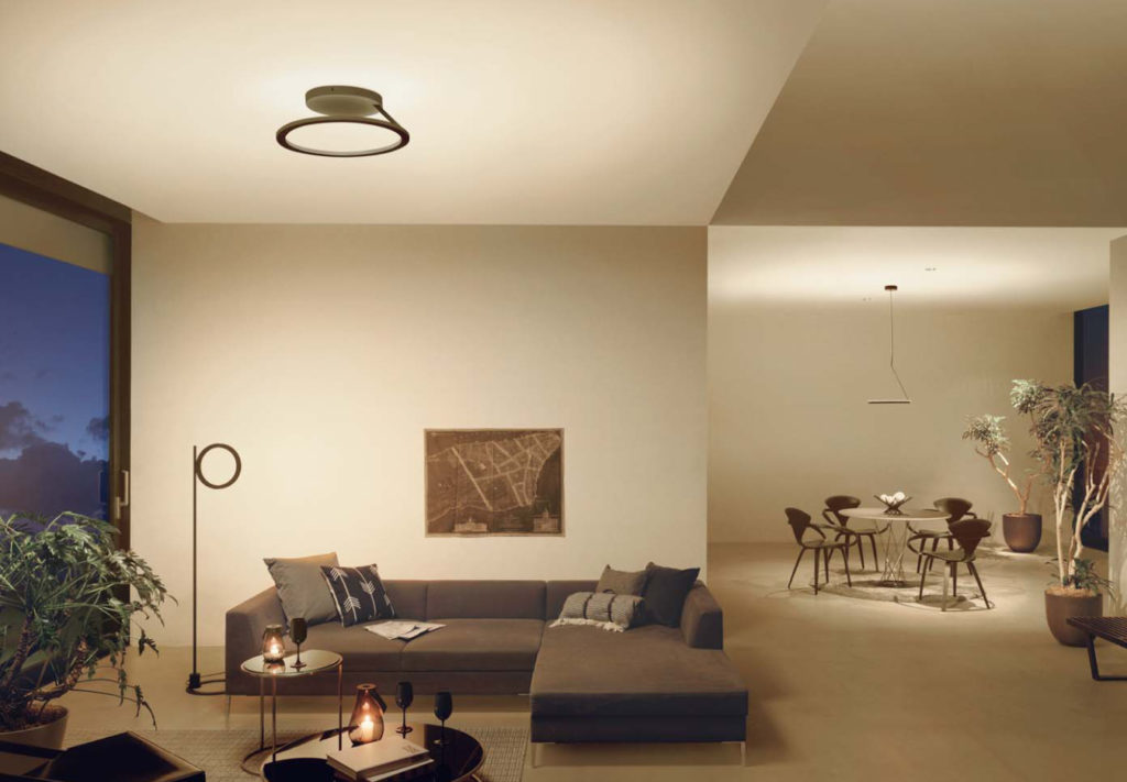 壁と天井が光る照明器具メーカーの最新商品例